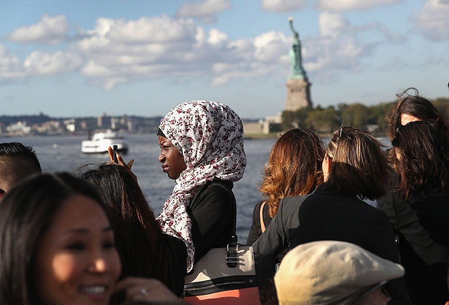 Immigrants and statue of liberty