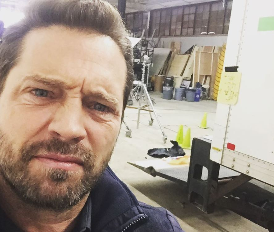 Jason Priestley on the Private Eyes set