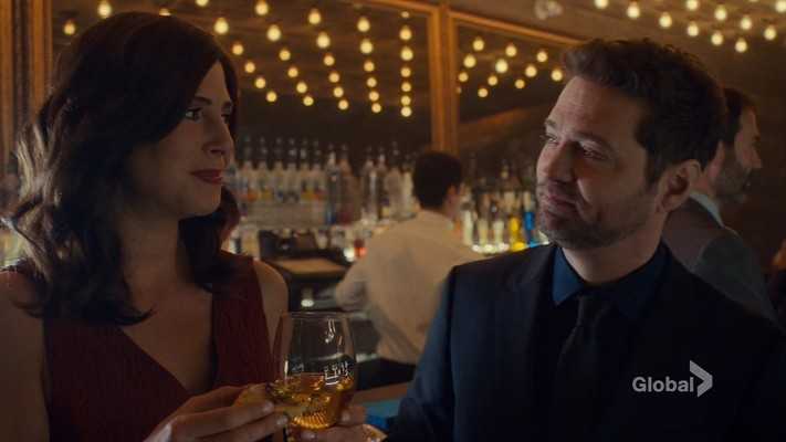 Jason Priestley and Cindy Sampson in Private Eyes