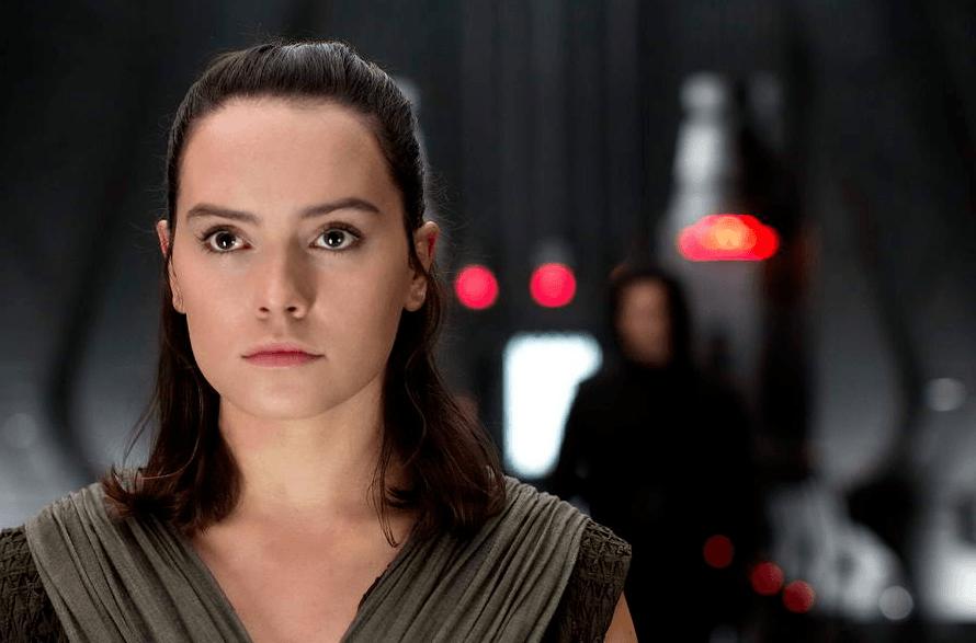 Rey and Kylo Ren in Star Wars: The Last Jedi