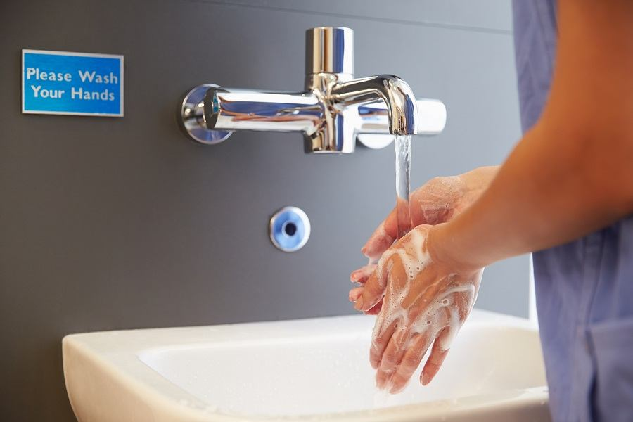 wash hand eating outside covid 19