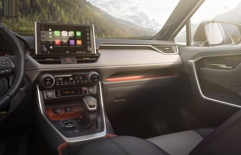 Interior tech in the 2019 Toyota RAV4