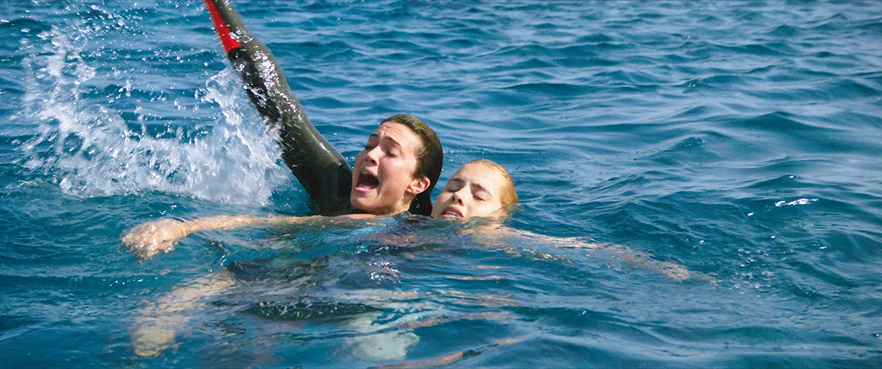 Mandy Moore and Claire Holt in 47 Meters Down