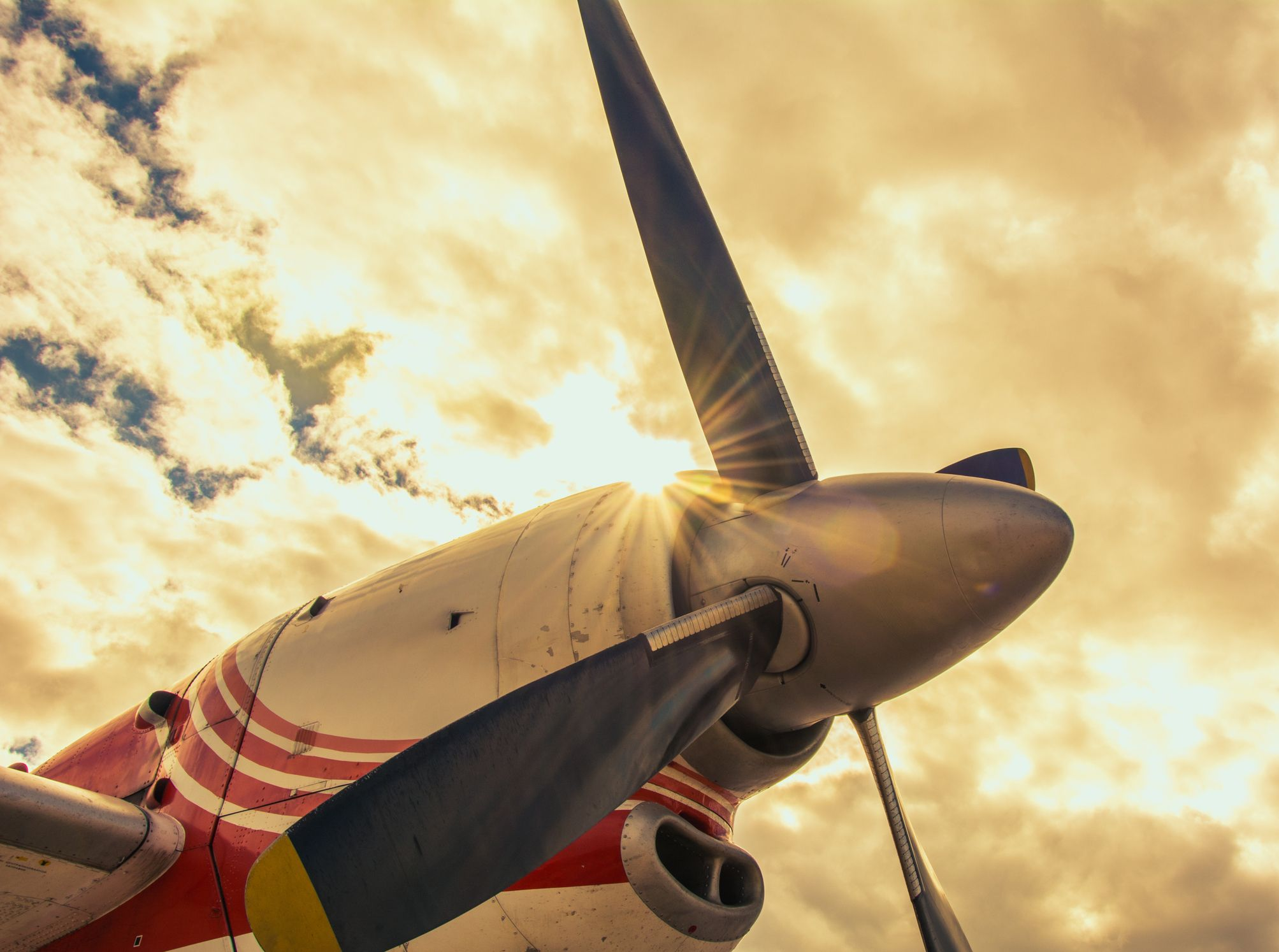 Front propeller of an airplane