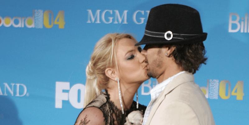 Britney Spears kissing Kevin Federline