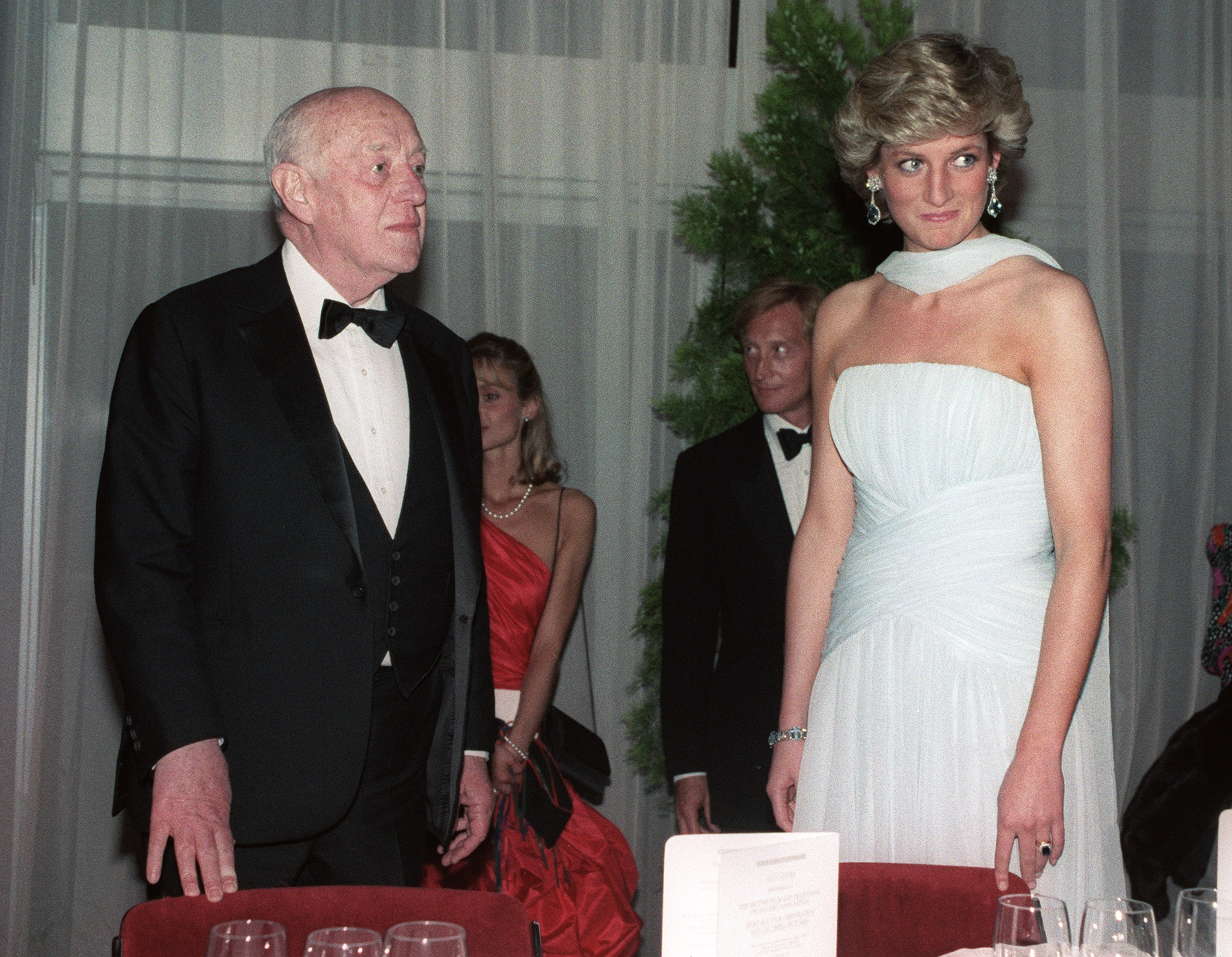 Picture dated 15 May 1987 of British actor Alec Guinness and Princess Diana