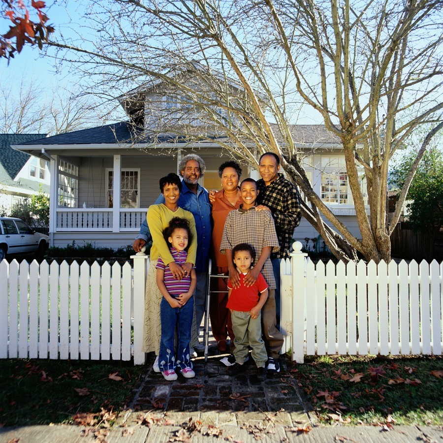 Family-with-white-fence