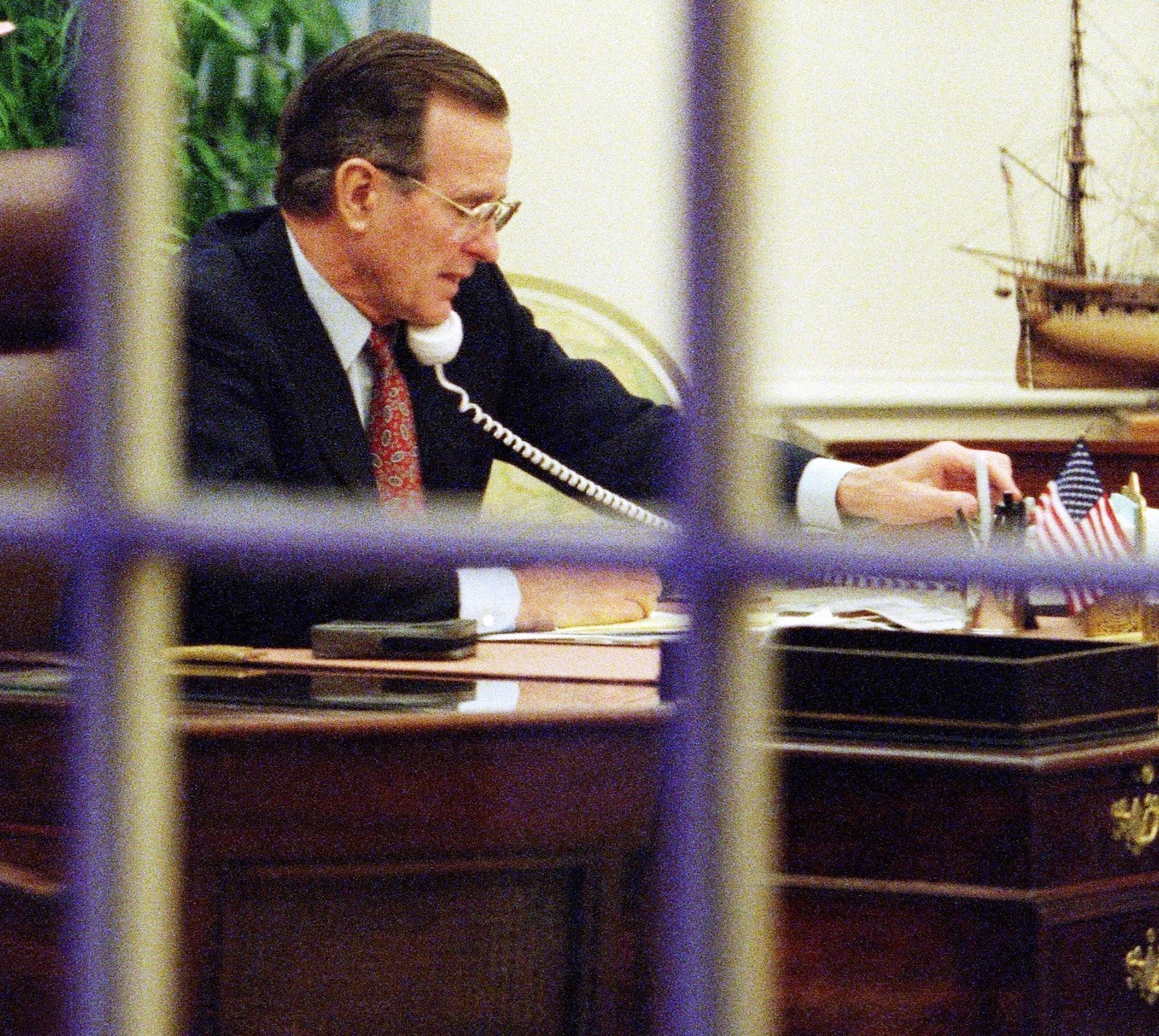 George HW Bush Oval Office
