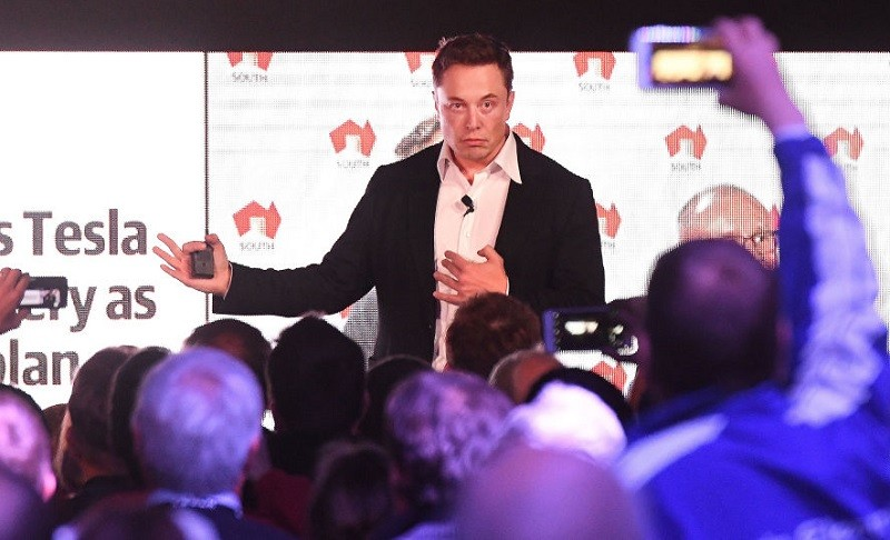 Elon Musk speaks to a crowd in 2017