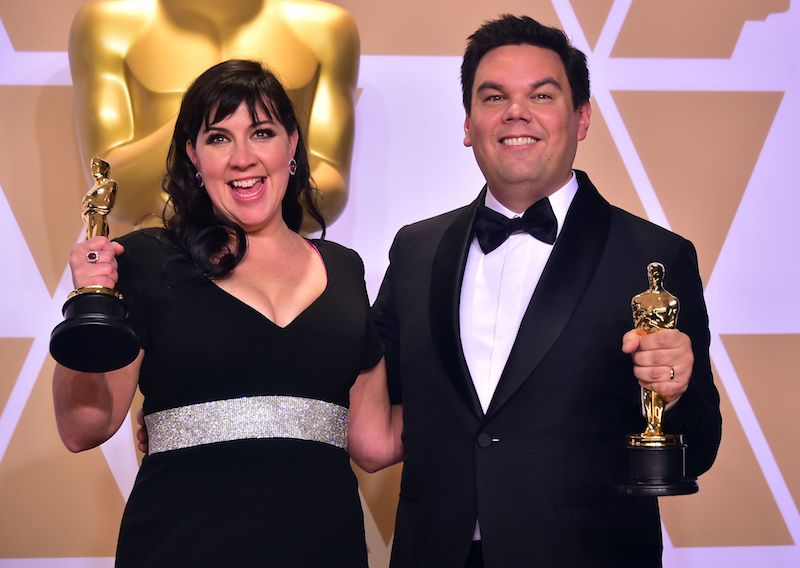 Kristen Anderson-Lopez and Robert Lopez pose in the press room with the Oscar for Original Song during the 90th Annual Academy Awards on March 4, 2018, in Hollywood, California. / AFP PHOTO / FREDERIC J. BROWN (Photo credit should read FREDERIC J. BROWN/AFP/Getty Images)