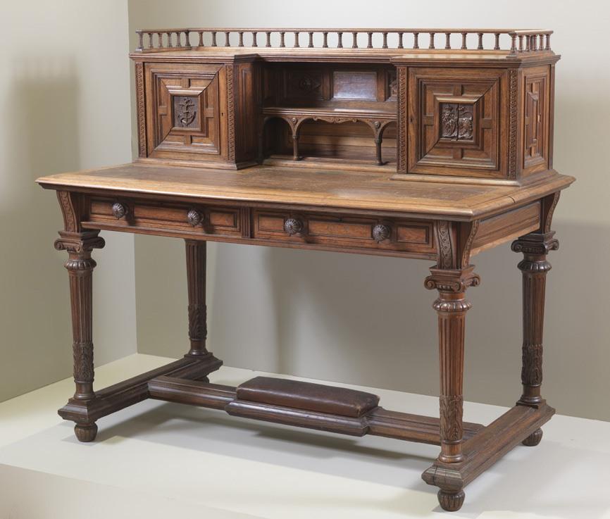 Grinnell Desk