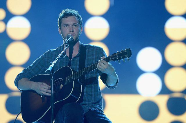 Phillip Phillips performs onstage during the Invictus Games Orlando