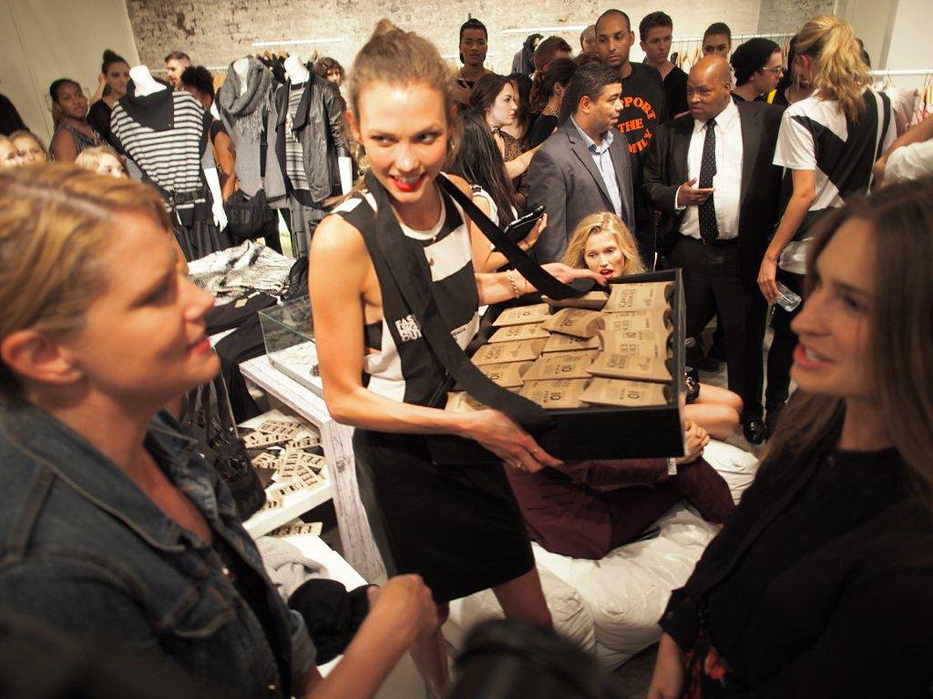 Karlie Kloss passing out cookies