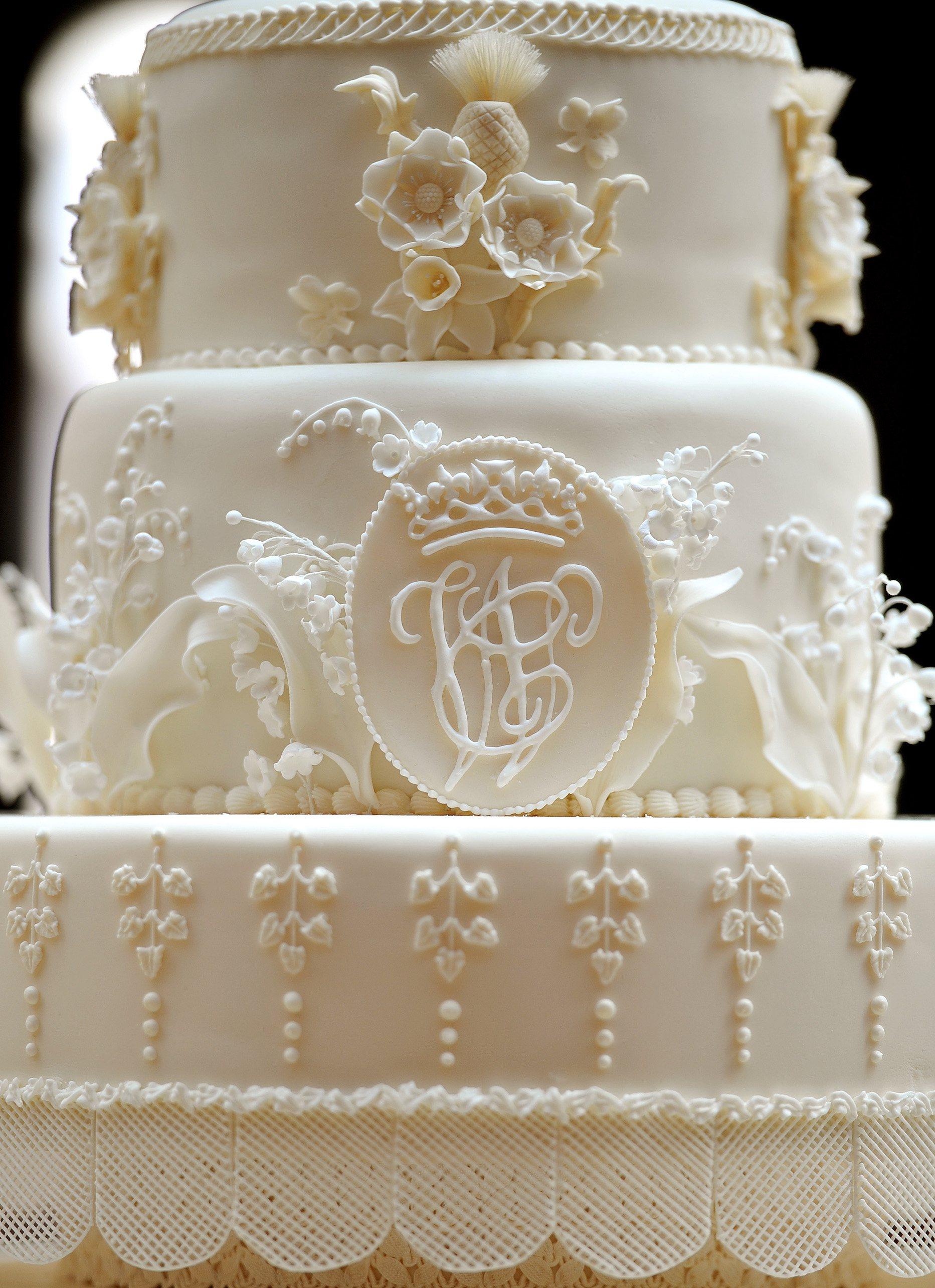 Close up of Kate Middleton and Prince William's wedding cake