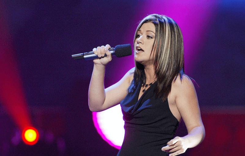 "Kelly Clarkson singing on ""American Idol"""