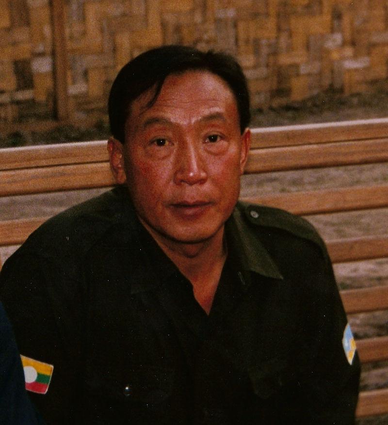 Khun Sa meeting with a journalist
