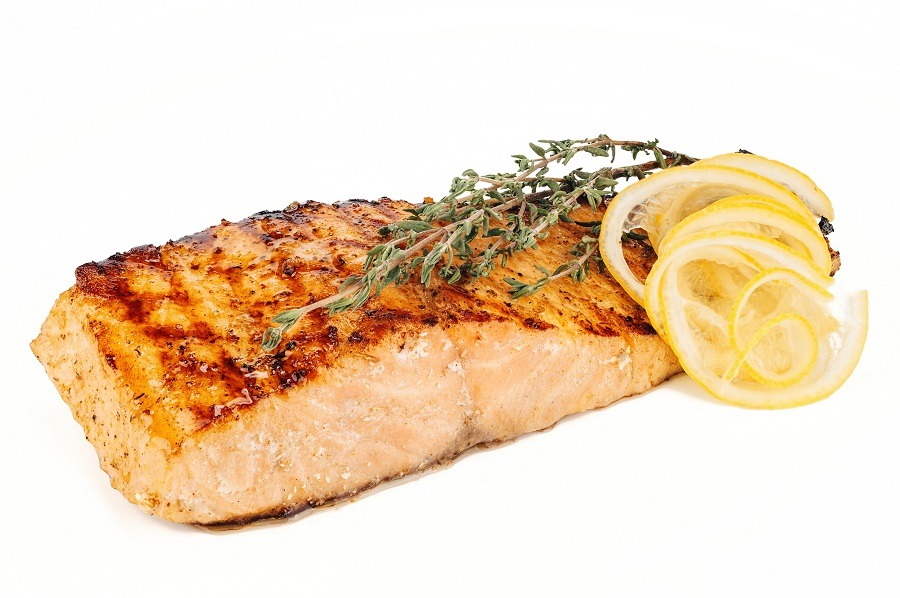 Salmon steak with lemon
