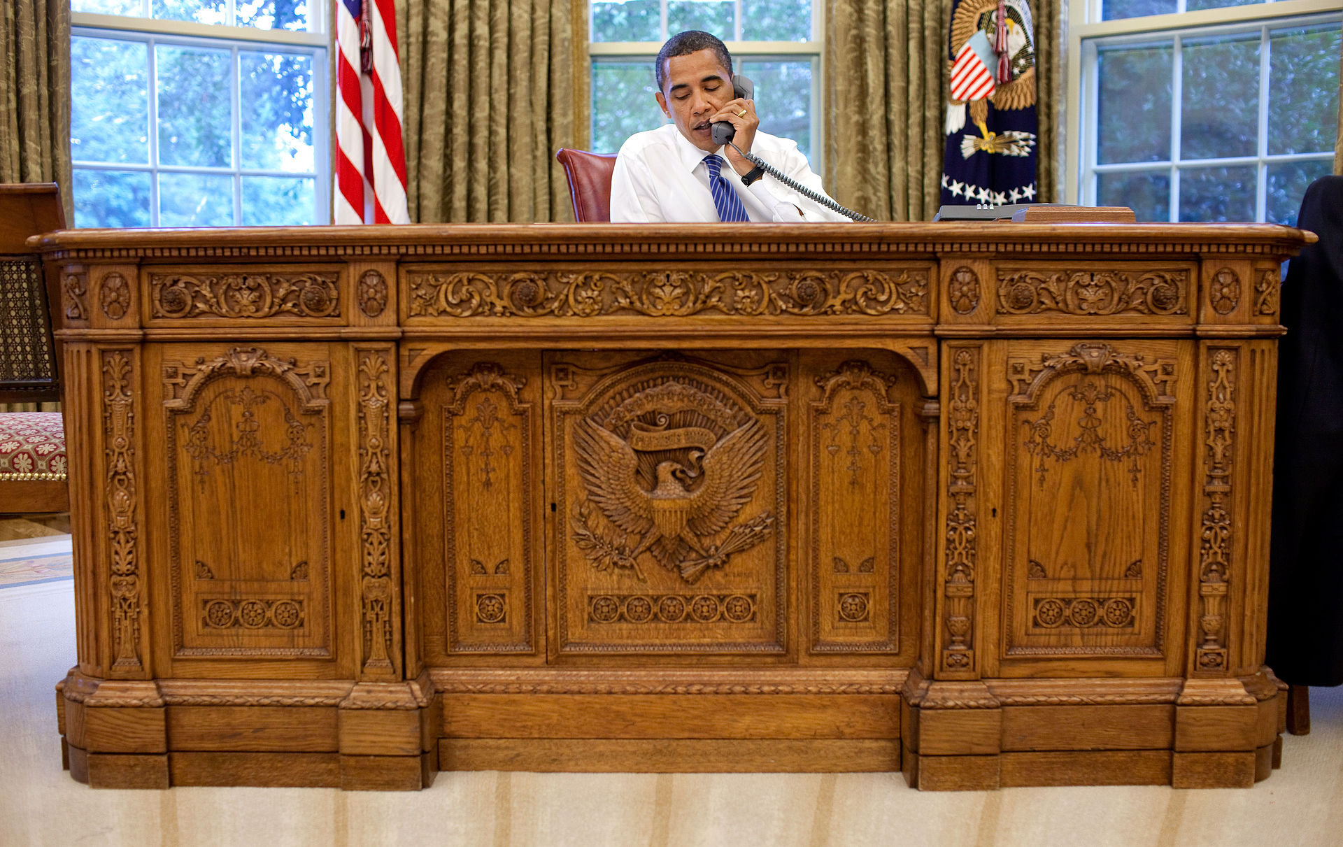 Obama Oval Office resolute desk