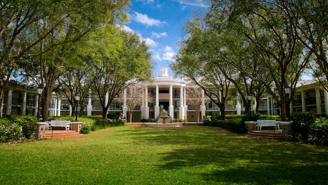 Disney Port Orleans hotel green space