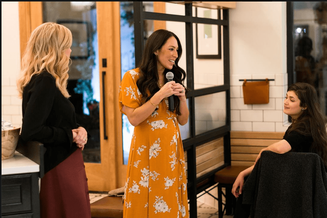 joanna gaines shows off her chic pregnancy style in these new photos. Black Bedroom Furniture Sets. Home Design Ideas