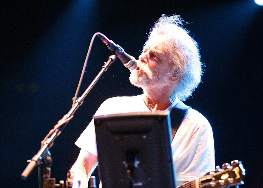 Bob Weir of The Dead performing