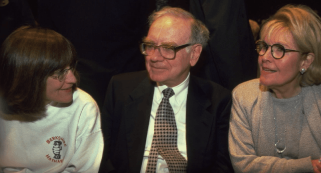 Warren Buffet sitting between Astrid and Susan.