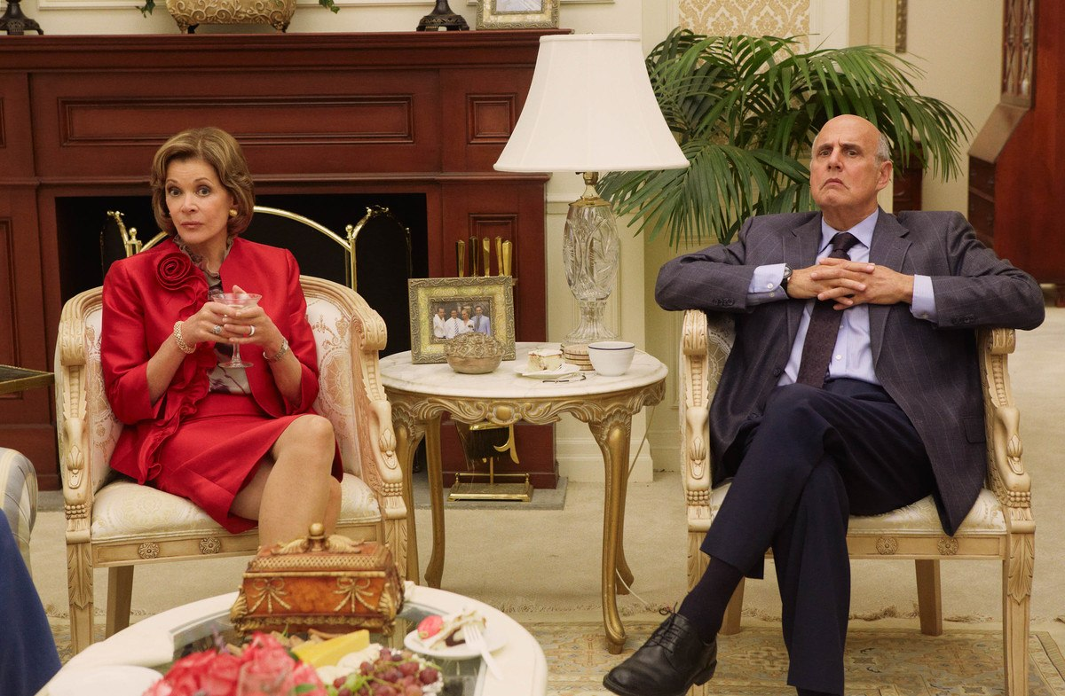 Lucille and George Sr. on Arrested Development Season 4