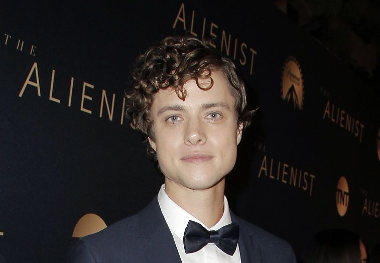 Douglas Smith attends the premiere of TNT's 'The Alienist' on January 11, 2018 in Los Angeles, California.