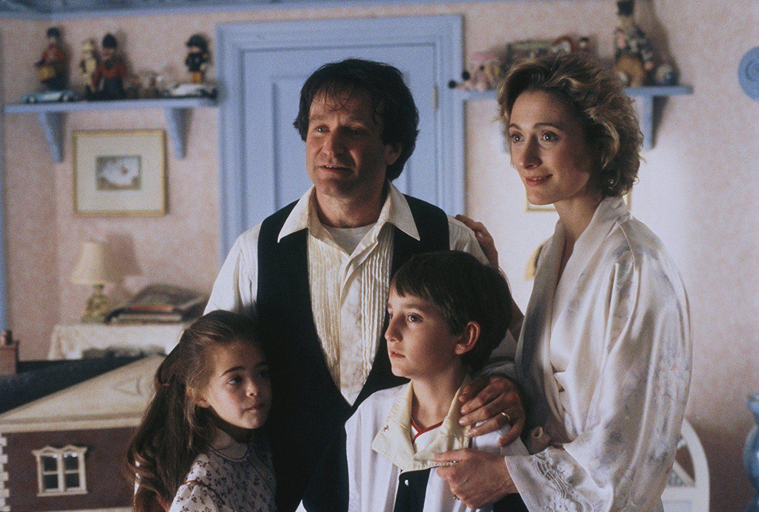 Robin Williams, Charlie Korsmo, Caroline Goodall, and Amber Scott in Hook