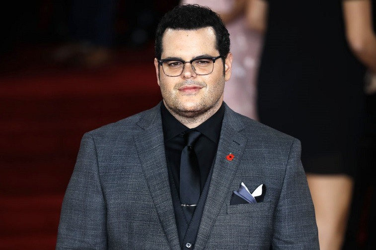 US actor Josh Gad poses upon arrival to attend the world premiere of the film 'Murder on the Orient Express' at the Royal Albert Hall in west London on November 2, 2017.