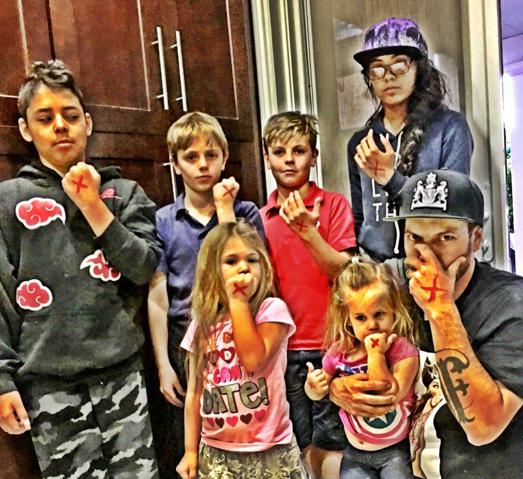 Kevin Federline and his six kids