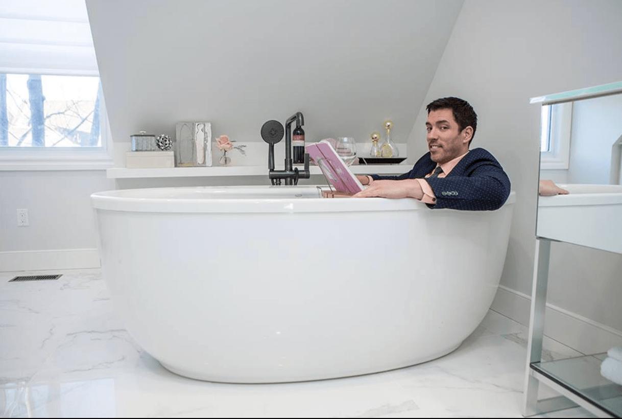Drew Scott in bathtub