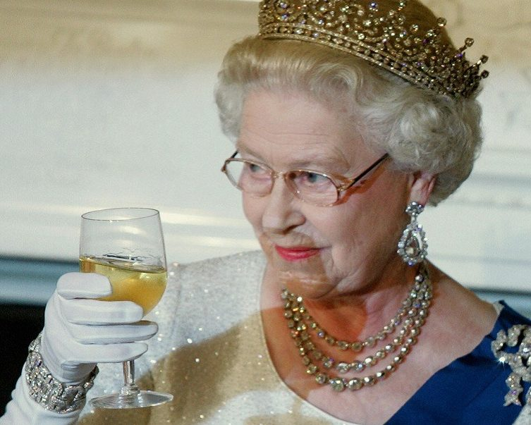 Queen Elizabeth II toasts U.S. President George W. Bush