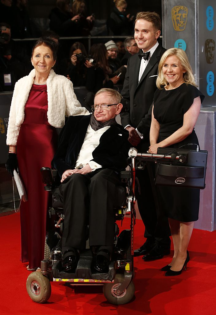 Stephen Hawking with his family