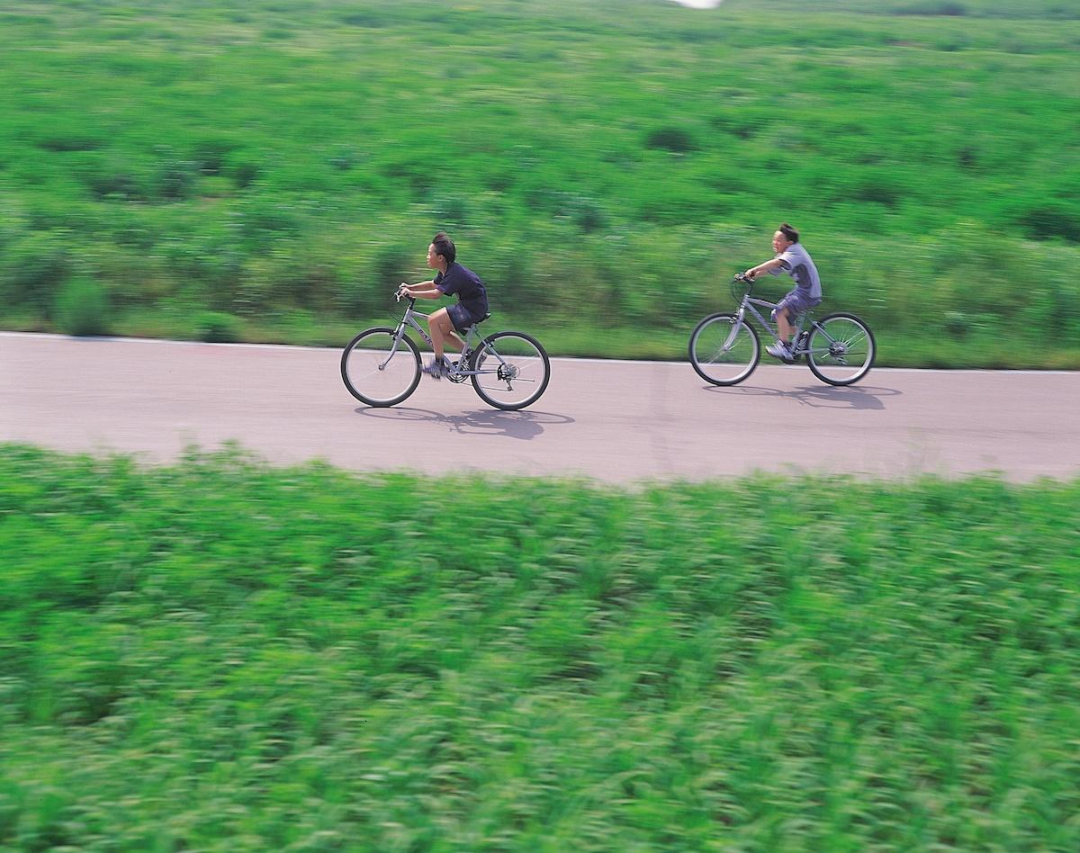90s kids on bikes