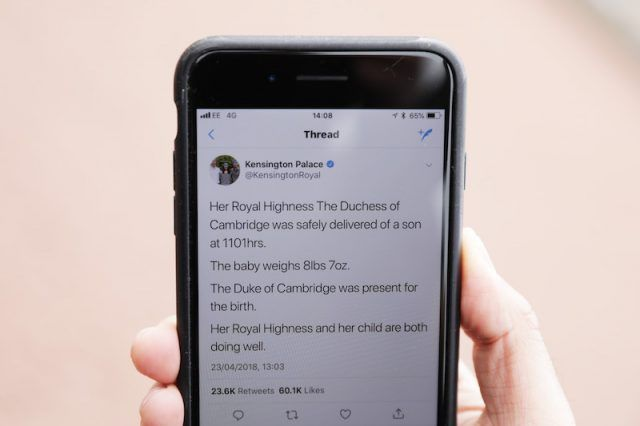 Kensington Palace announcement on an iPhone.