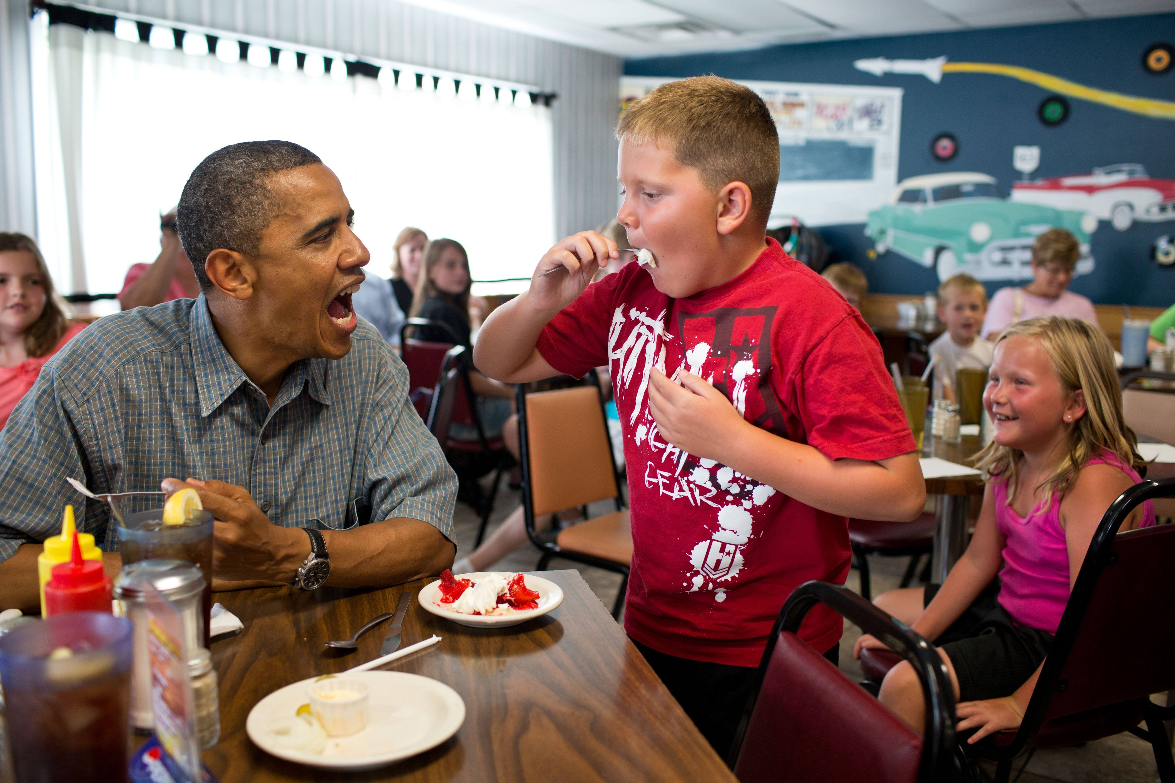 Barack Obama shares his pie with a child