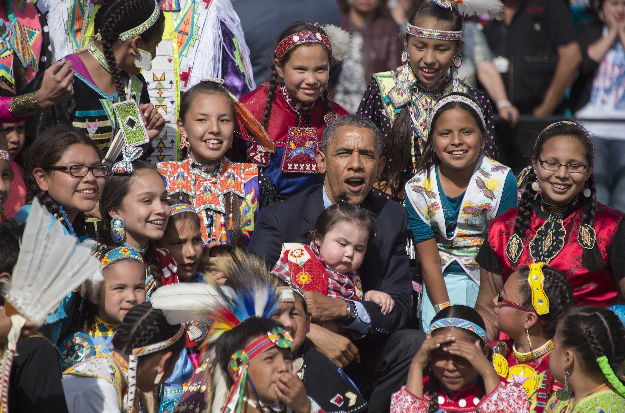 Barack Obama poses with Native American children