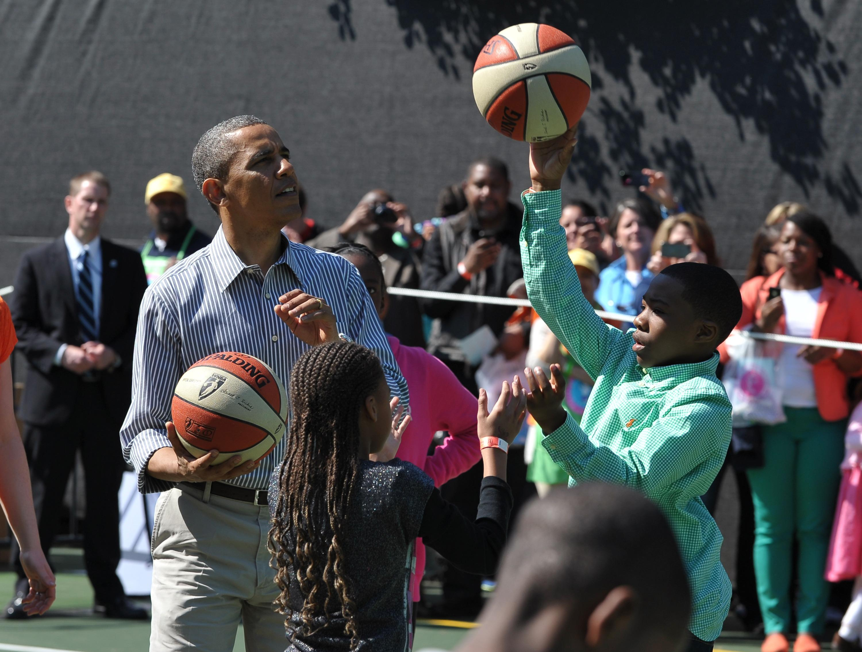 Barack Obama plays basketball with children on Eater