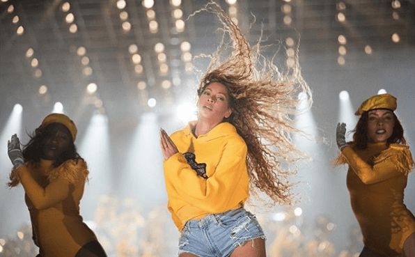 Beyonce dancing with backup dancers in the background