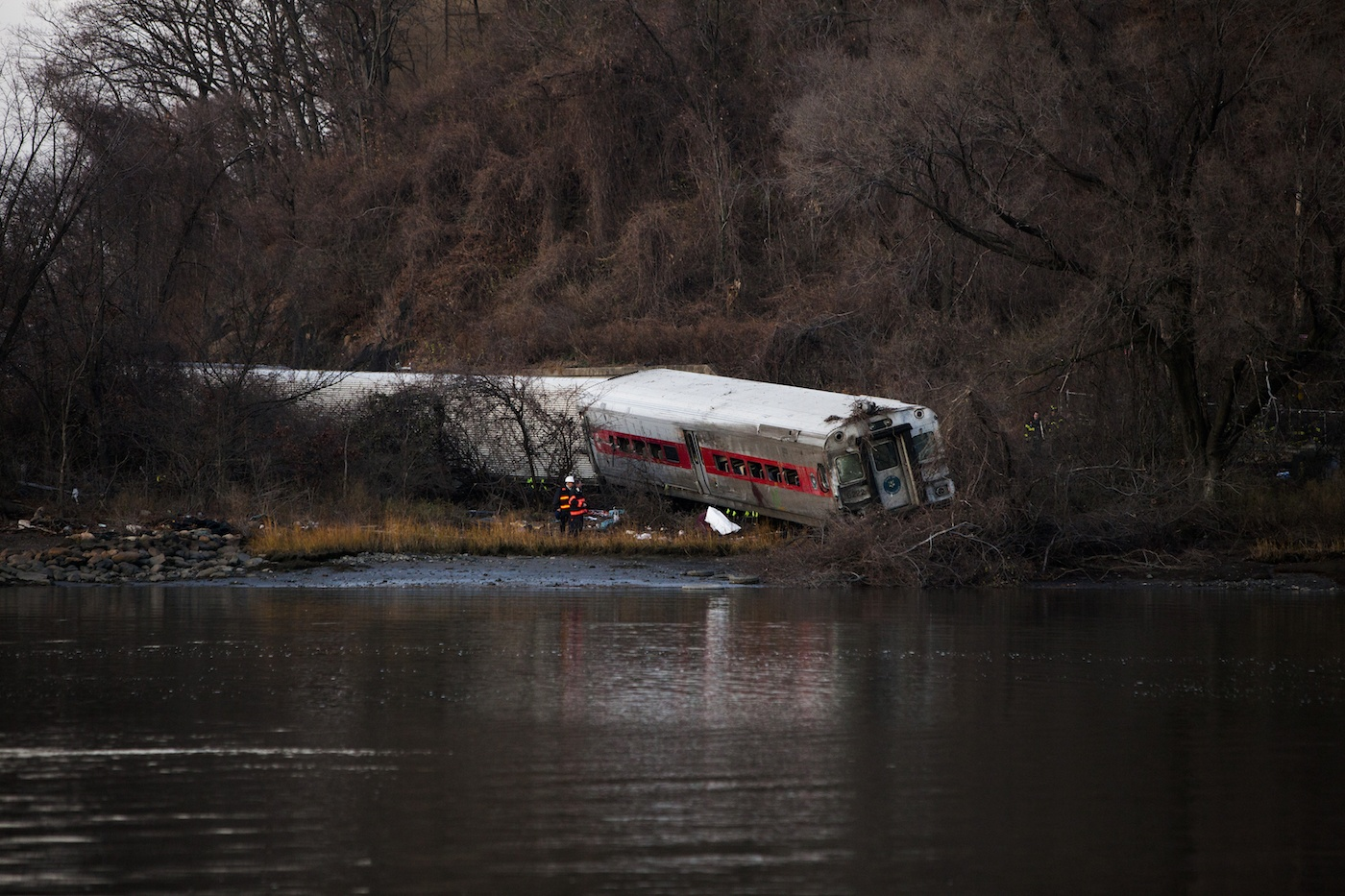 Metro-North Train Derails In Bronx, Multiple Injuries, Deaths Reported