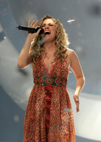 Carrie Underwood singing at the American Idol finale