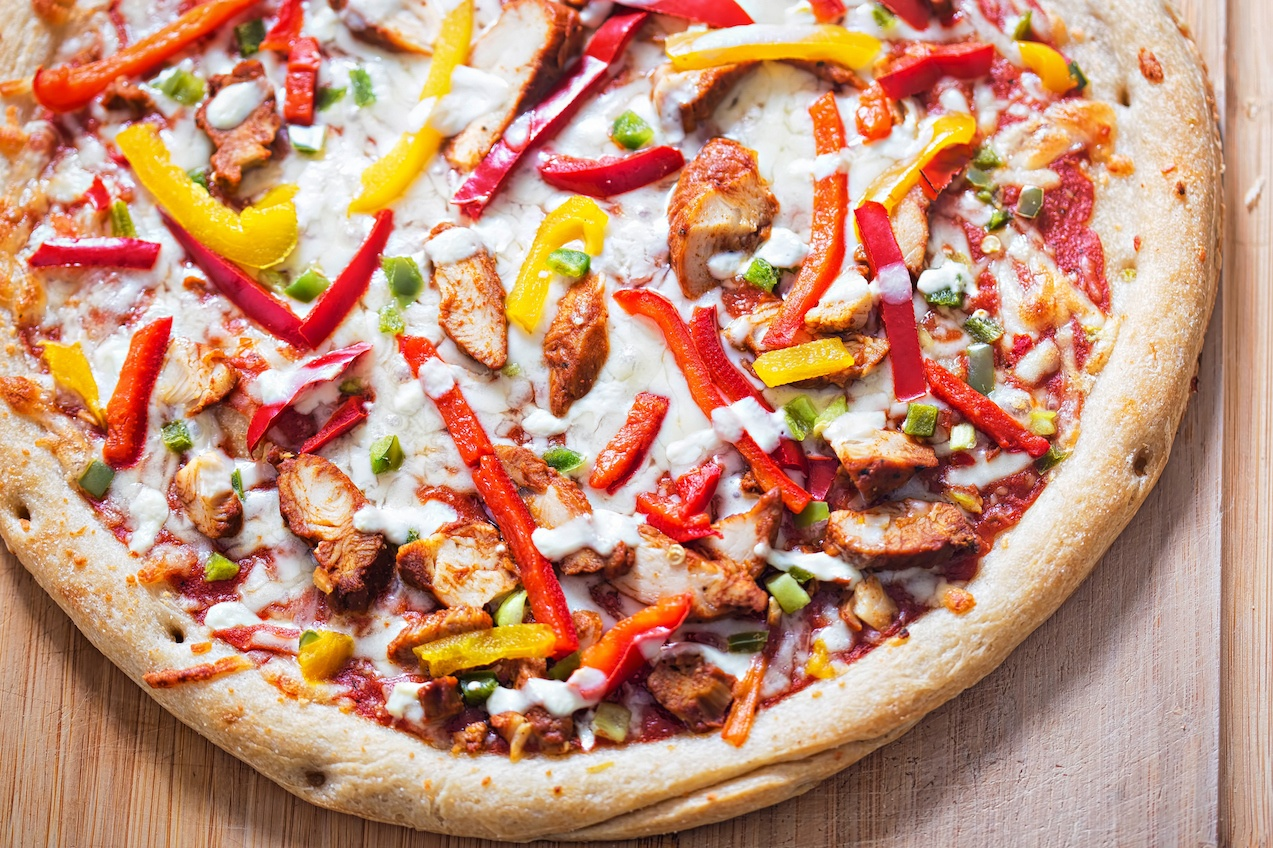 Chicken fajita pizza with peppers and garlic dip