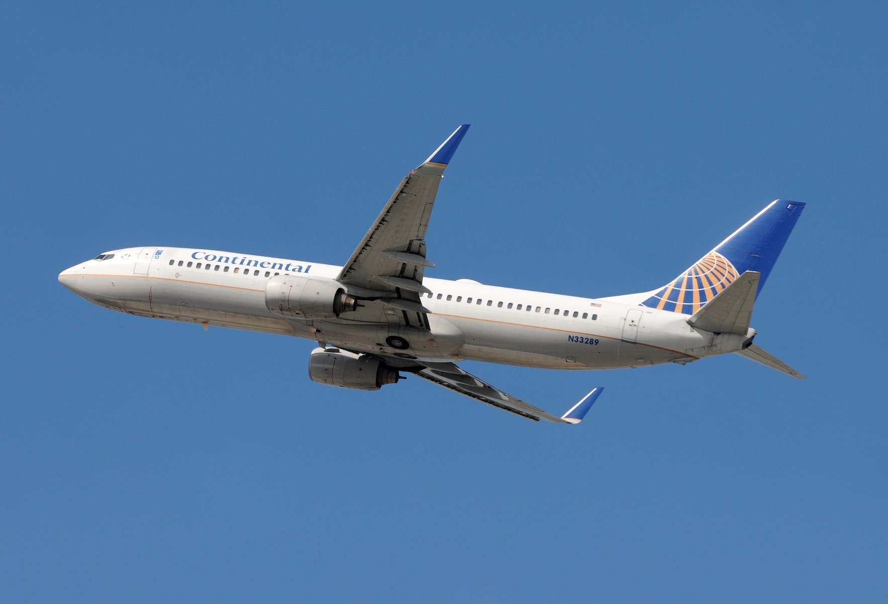 Continental Airlines 737 passenger jet