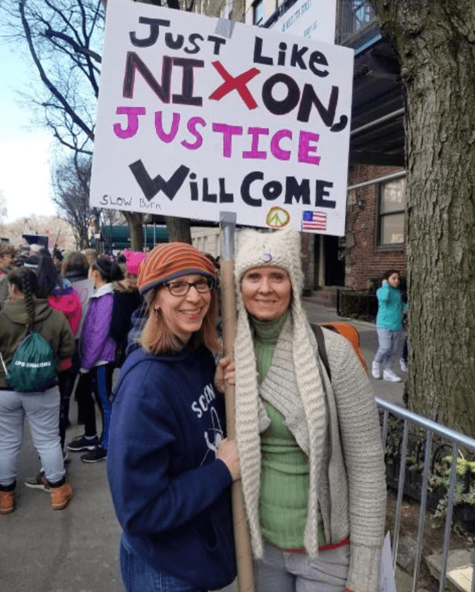 Cynthia Nixon with supporter
