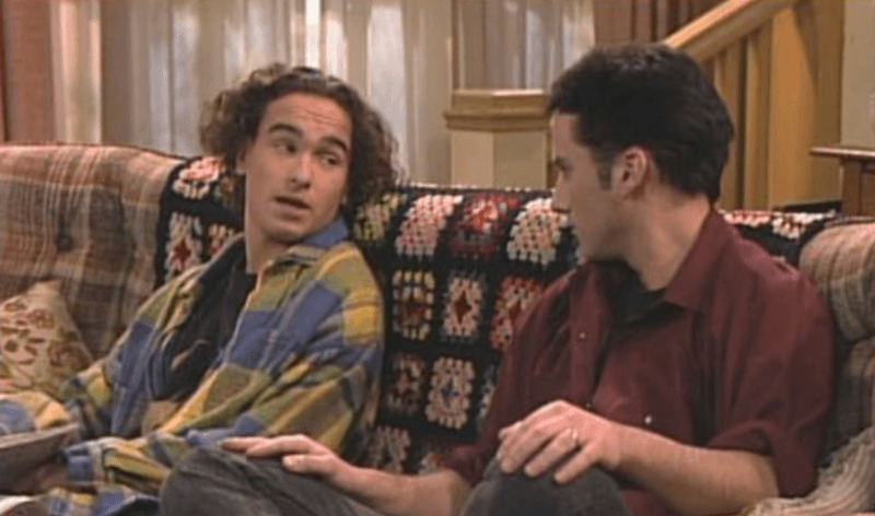 David and Mark sitting on the couch in 'Roseanne'