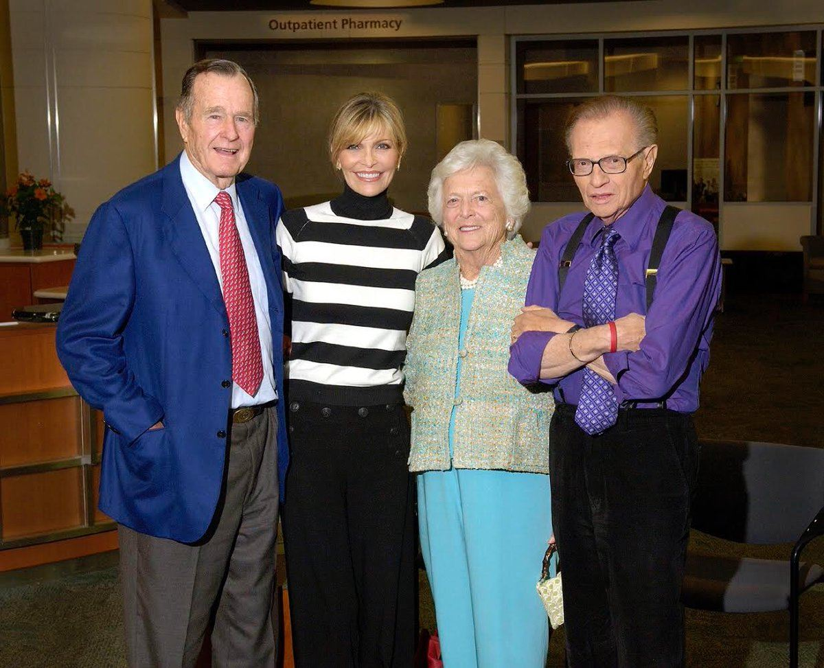 Larry King, his wife, and George and Barbara Bush