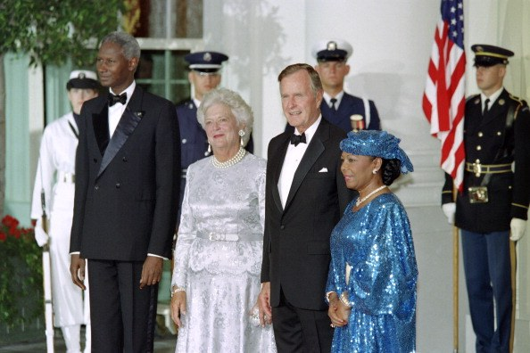 Senegalese President Abdou Diouf (L) and US president George Bush (2ndR) and their wife Barbara Bush (2ndL) Bush and Elizabeth Diouf pose at the White House, on Septembre 10, 1991 in Washington, DC, during Abdou Diouf official State visit to USA.