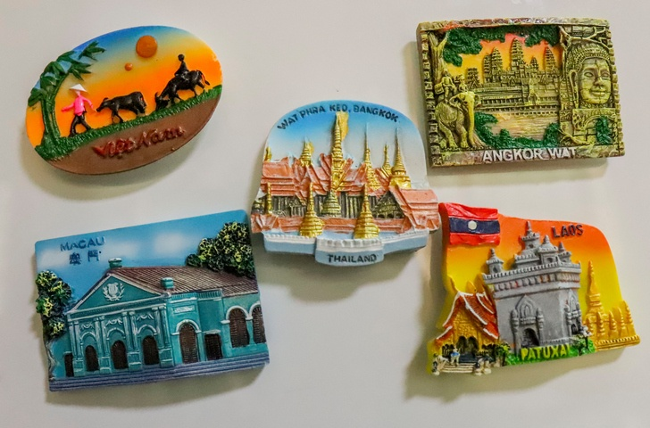 travel magnet souvenirs