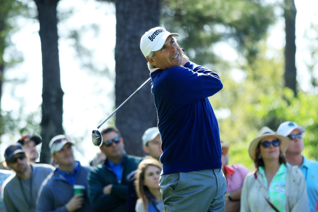 Fred Couples golfing